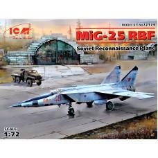 Советский разведывательный самолет МиГ-25 РБФ